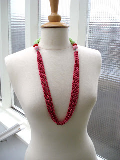 necklace-green-red-metal-on-bust-